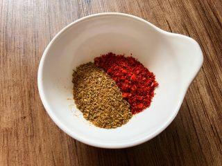 烤箱版-烤排骨,适量辣椒粉和孜然粉混合均匀