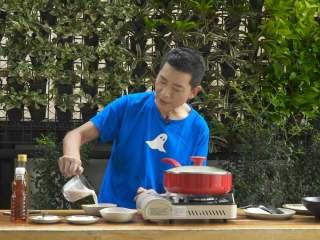 泰式咖喱蟹,盛出装碗,即可享用