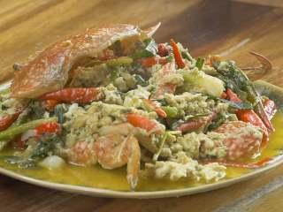 泰式咖喱蟹,加入鱼露1小勺、芝麻油1小勺搅拌均匀