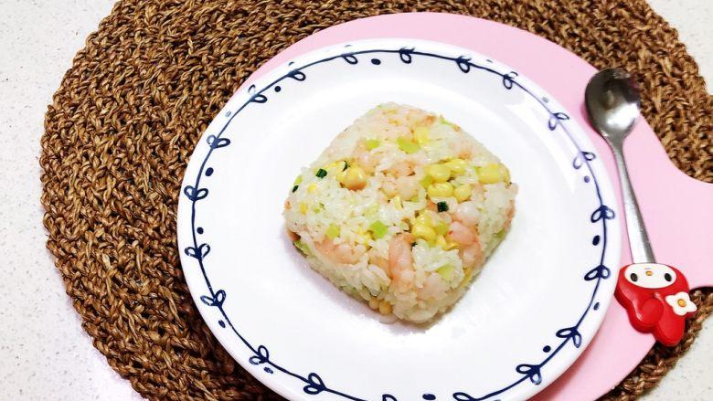 虾仁玉米笋丁炒饭,虾仁笋丁炒饭出锅了