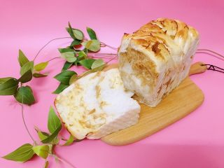 沙拉肉松面包