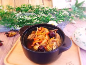 秋季煲汤+虫草花煲鸭汤