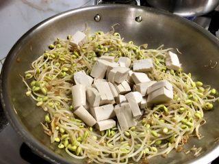 豆豆知我心➕黄豆芽烧豆腐,豆腐放中间
