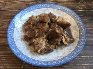 十味 番茄鸡蛋烩牛肉,将提前炖好的牛肉准备好。