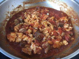 十味 番茄鸡蛋烩牛肉,放入炒好的鸡蛋,翻炒均匀。