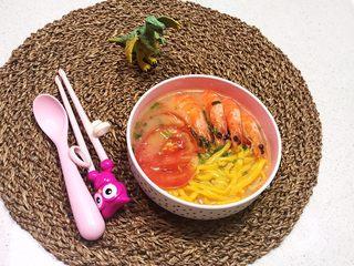 宝宝健康食谱   鲜虾番茄南瓜面,这道菜富含多种维生素,鲜香适宜,色彩缤纷,非常适合宝宝食用~