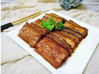 红烧带鱼,装盘开饭