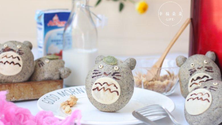 可爱的龙猫面包