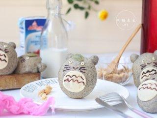 可爱的龙猫面包,一只只萌萌的龙猫精灵跳上餐桌啦~