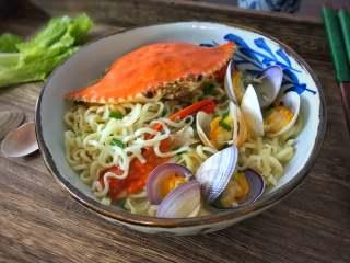 梭子蟹海鲜面,鲜美营养的梭子蟹海鲜面。