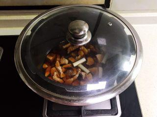 宝宝健康食谱  自制猪肉松,盖上锅盖,大火烧开后小火慢烧30分钟