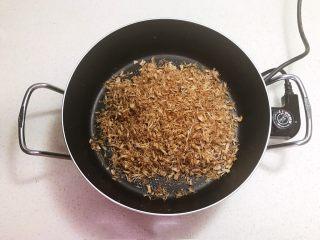 宝宝健康食谱  自制猪肉松,炒至20分钟左右,肉丝变干