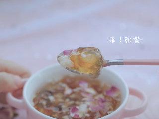 桃胶的3+1种有爱吃法「厨娘物语」,蔓越莓酒酿桃胶羹就做好啦,开吃吧~