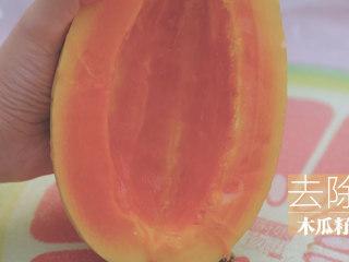 桃胶的3+1种有爱吃法「厨娘物语」,[桂花木瓜桃胶盅] 木瓜对半切开,去除木瓜籽。