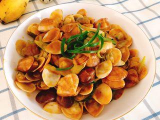 咖喱炒花蛤-好吃到舔壳,成品图。