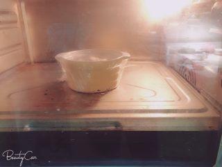 鲜肉包,放入烤箱发酵,温度45度左右