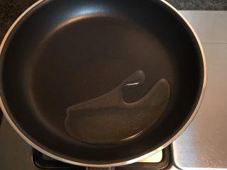 凉拌包心菜,热锅倒入适量油