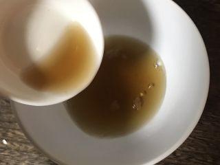 凉拌包心菜,调个酱汁:米醋20克