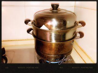 鲜肉包,旺火蒸制25分钟即可。