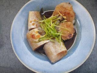 美味清蒸鳕鱼,如图。
