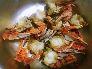 香辣吮指飞蟹,炸好的螃蟹满屋飘香哦