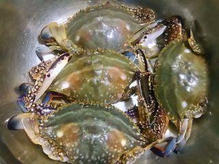 香辣吮指飞蟹,中秋前后是吃螃蟹的最好时节,今天就来做一个美味香辣蟹一饱口福吧