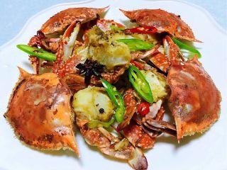 香辣吮指飞蟹,美味香辣蟹装入盘中看着就好有食欲噢