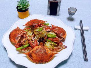 香辣吮指飞蟹,来一杯小白烧别有一番滋味
