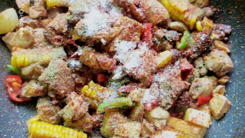 十味 少油干锅鸡,放入少许香油、孜然粉、辣椒粉、少许糖调味翻炒均匀即可