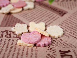 宝宝奶片,烤后有一种奶酪的味道,吃起来还是软的。奶香味浓郁,适合作为小零食。