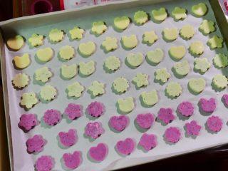 宝宝奶片,用的量正好制作一整盘,有不少都是满宝自己做的。