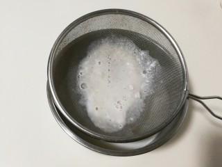 白嫩皮冻,过滤掉渣