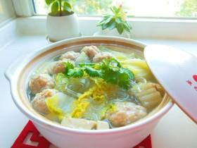 新文美食  猪肉丸子粉条煮白菜