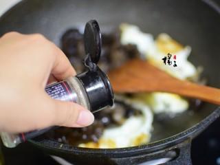 十味 木耳炒鸡蛋,加五香粉