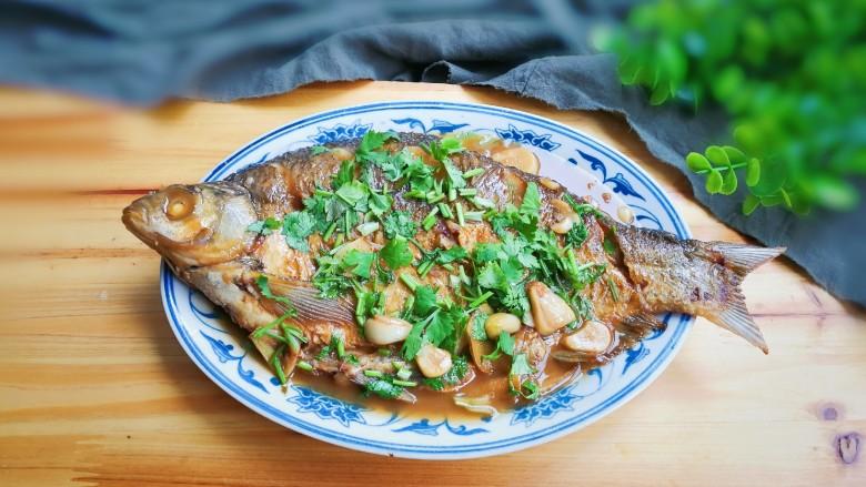 香菜鳊鱼,出锅盛盘