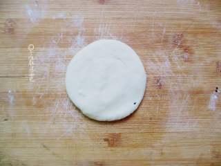 十味 快手版油酥饼,摁扁擀成饼
