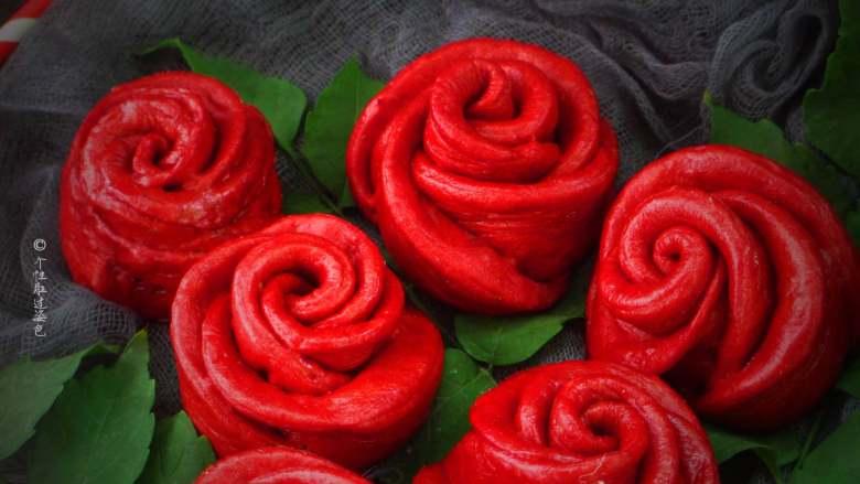 十味 玫瑰花馒头,一个面团可以百变花样,从简单到复杂,其实面食也可以华丽转身的,比如这个玫瑰花馒头