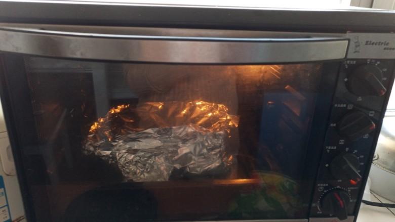 锡纸金针菇,烤箱200°预热,放入200°烤15分钟
