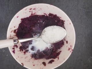 紫薯雪球,再放入糖。