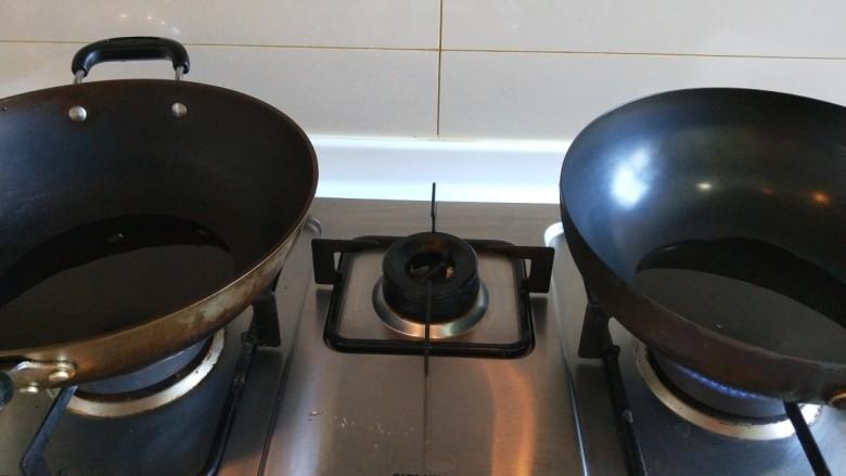 新文美食  五花肉耗油豆角焖面,一个锅做出来就不如两个锅做出来好吃,因为豆角太多,一个锅搅拌不均匀,两个锅烧热倒入适量<a style='color:red;display:inline-block;' href='/shicai/ 849'>花生油</a>。