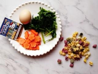 宝宝辅食—胡萝卜茼蒿鸡蛋面,准备好食材:胡萝卜去皮压花,茼蒿洗干净切碎