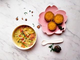 宝宝辅食—胡萝卜茼蒿鸡蛋面,美味的汤面