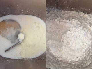 吐司面包,将所有材料除黄油外全部放入面包机,先放液体材料,糖、盐、奶粉放入,高筋面粉挖小窝儿放入酵母再盖起来