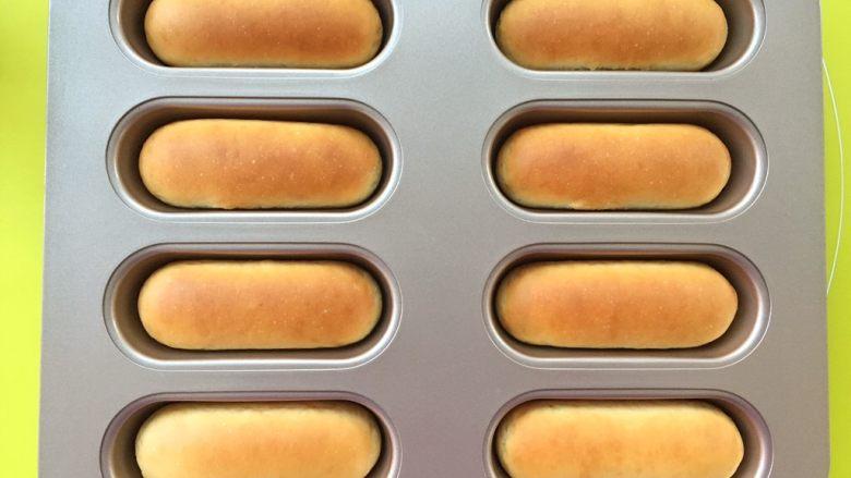 十味 热狗,180度烤18分钟,表面上色即可