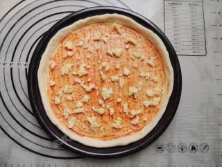 香菇培根披萨,撒一些马苏里拉芝士。
