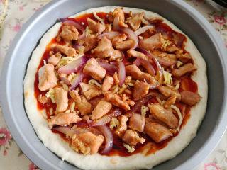 十味  猪肉披萨,把烤好的猪肉平铺到上面,