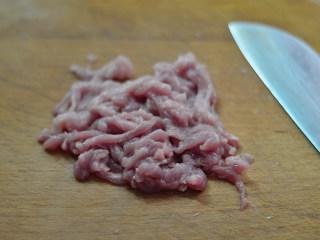干煸菜花,猪肉切成细丝