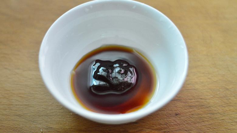黑椒牛肉杏鲍菇,取一个碗,调入<a style='color:red;display:inline-block;' href='/shicai/ 721'>蚝油</a>、酱油和料酒