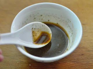 黑椒牛肉杏鲍菇,再加入少许水,调匀