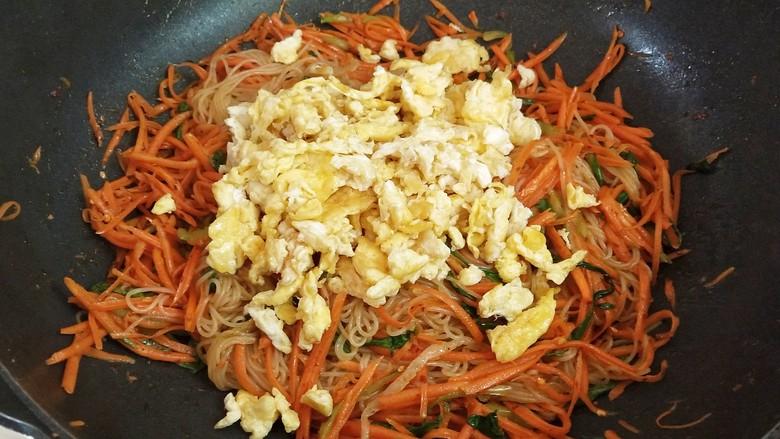 鸡蛋炒粉丝,出锅前加入炒好的鸡蛋即可